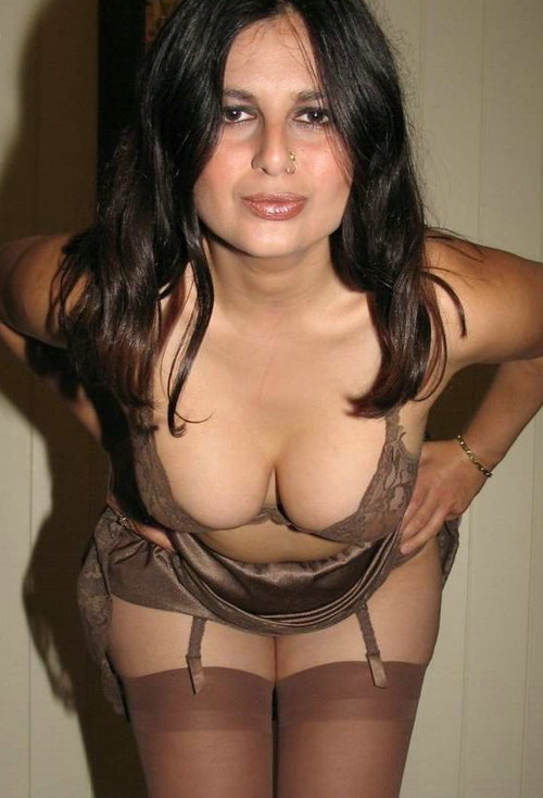 Indian Desi Hot Girls & Aunties