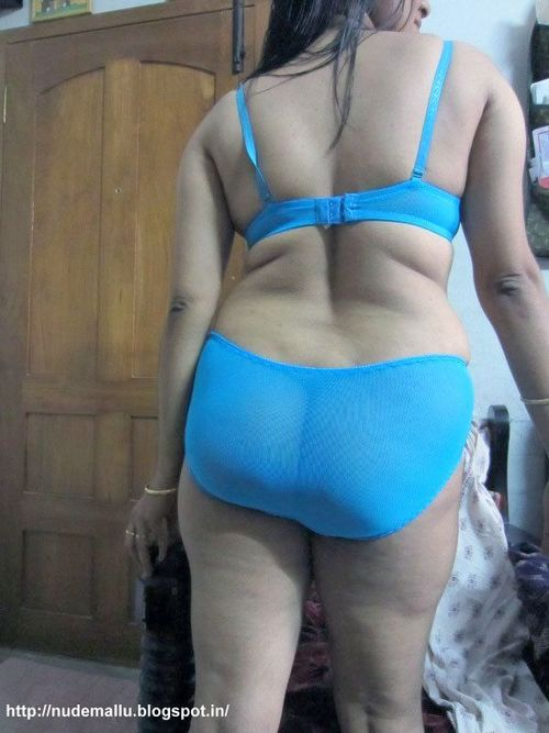 Indian Bhabhi Getting Nude