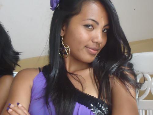 Jessica, une jeune teen malagasy tia vetaveta