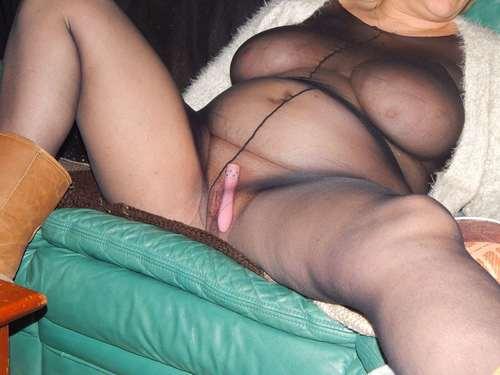 Sandrine exhibe en nylon