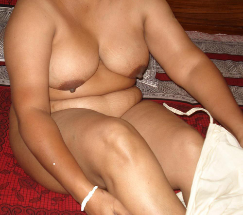 Desi Indian Horny Aunties & Girls