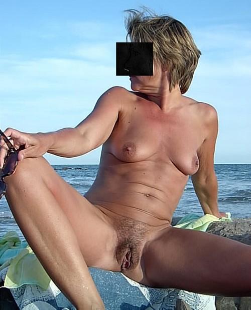 brigitte encore et et de plus en plsu aprendre sur la plage