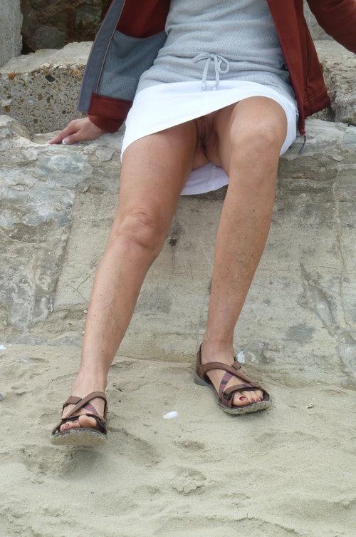 en vacance promène toujours sans culotte...