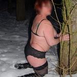 [212]  chaude dans la neige