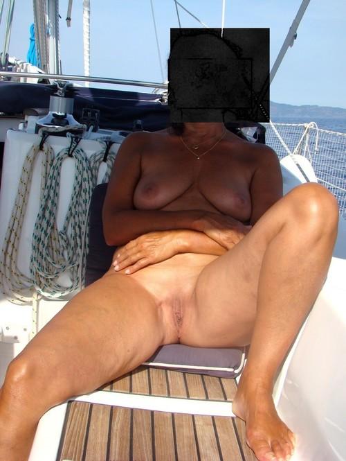 sous les jupes de cathy sur le bateau