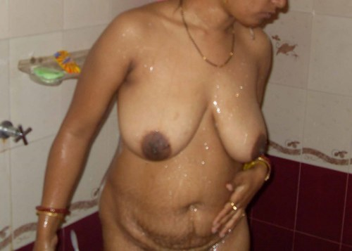 Desi Aunty Bathing Nude
