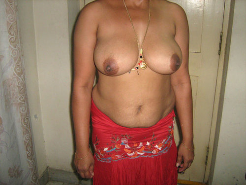 Indian Aunty Getting Nude & Showing
