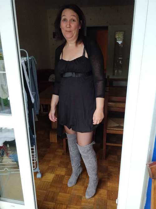 VANESSA aussi porte des mini jupes