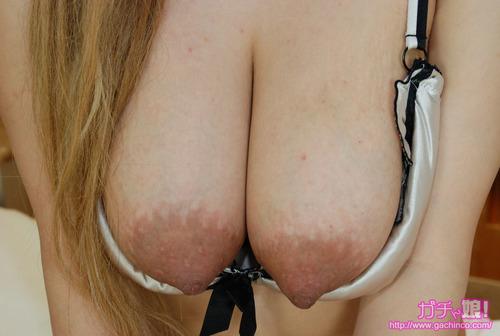 les jolies mamelles de nozomi