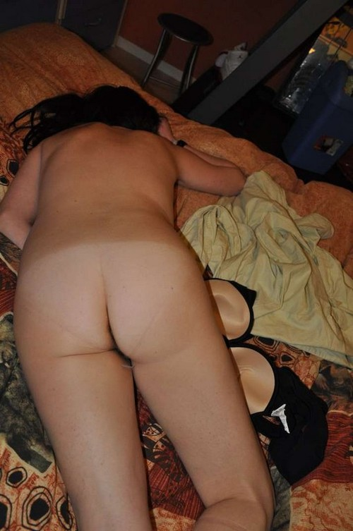 virginie epanouie tant nue qu'habillée