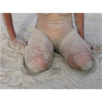 nudisme malgache et son vazaha à la plage