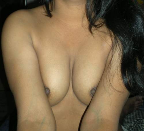 Desi Nude Indian Girls & Bhabhi