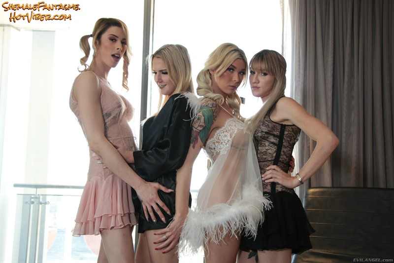 Aubrey Kate,Cassey Kisses,Lena Kelly & Kayleigh Coxx