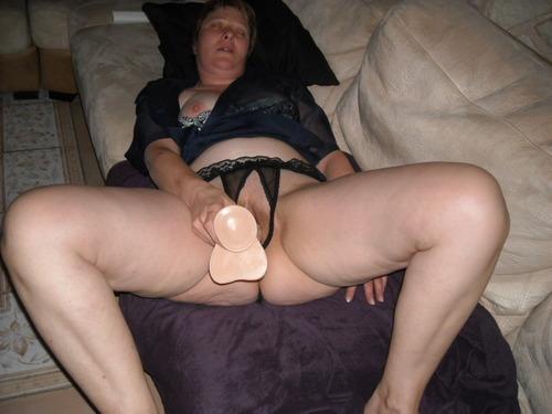 elle en veut dans sa chatte la mature salope...