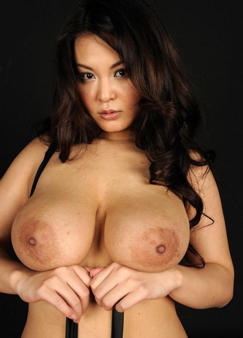 Des japonaises avec des gros seins