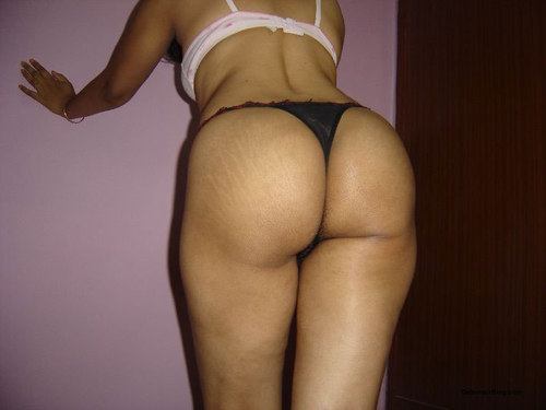 Hot Desi Bhabhi Showing