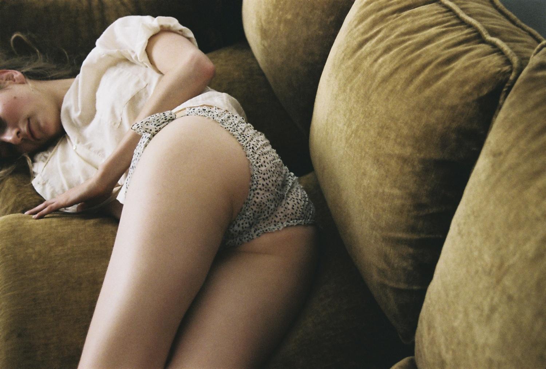 Секс на попу, Анальный секс и порно видео где девушек трахают 2 фотография