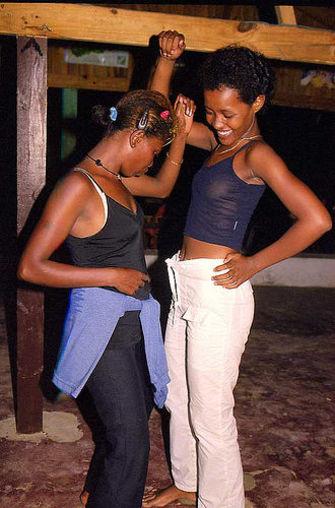 la beauté d'une fille vezo dans le sud malgache