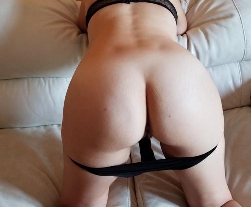 EMILIE DE TOULOUSE aime vivre nue
