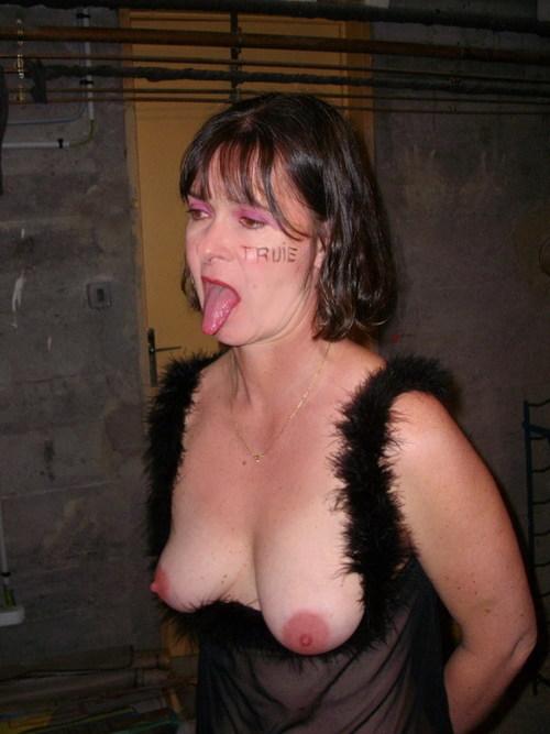 les seins dans le salon des defis