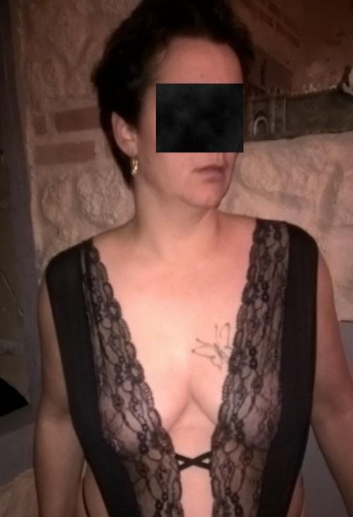 ADELE montre ses seins a une vendeuse