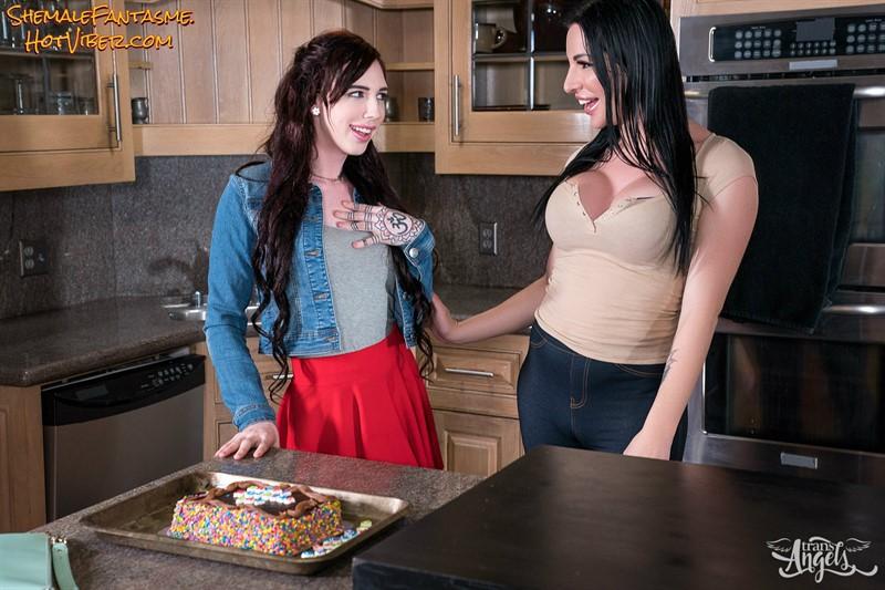 Annabelle & Marissa Minx