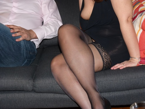 MARIE la parisienne recoit habillée sexy
