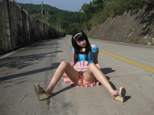 des japonaises s'exhibent dans la rue