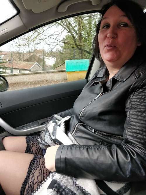 vanessa caline qui aimerait croiser sa voiture