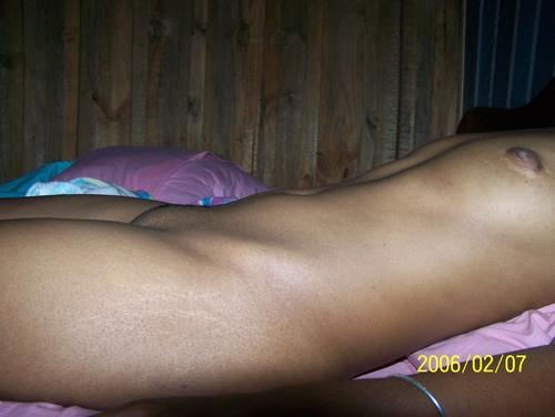 une belle petite salope malgache, jolis seins, joli corps
