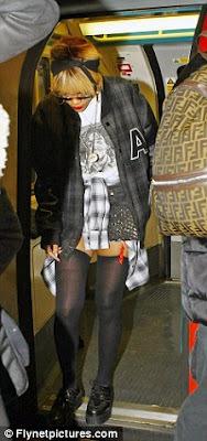 Rihanna en porte-jarretelle dans le métro de Londres!