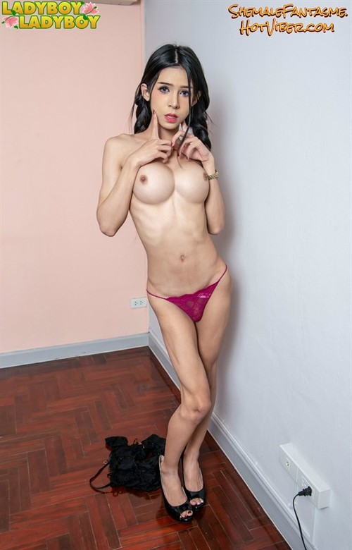 Ladyboy Pinky (set 2)