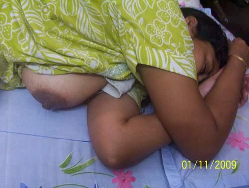 desi mallu aunty on bed