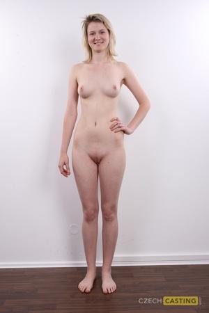 Monika (21) 30/10/2011