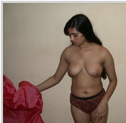 Telgu Aunty Showing