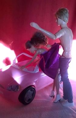 Jouer à la poupée ...