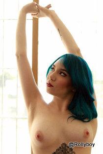 Beauté! Où es-tu? Beauté aux cheveux bleus!