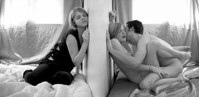 Мечтают ли девушки о сексе с девушкой