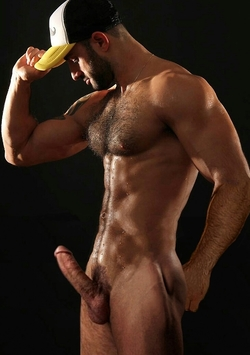Grosse erection pour un beau gosse