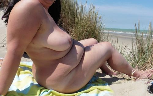 Une joure a la plage IV