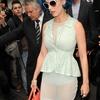 Katy Perry montre sa petite culotte dans la rue!