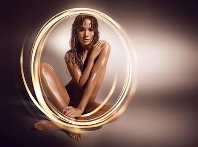 Jennifer Lopez nue pour son parfum!