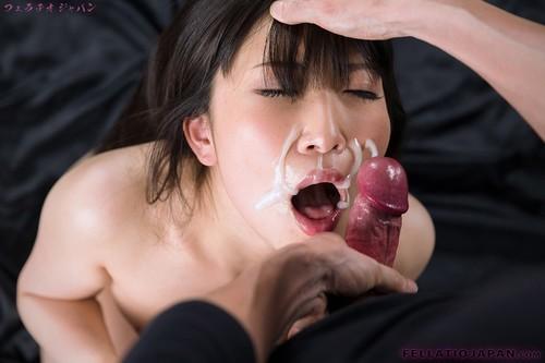Petite fellation pour sa dose de sperme