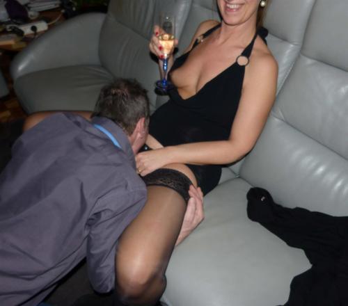 habillée deja salope quand elle recoit marie