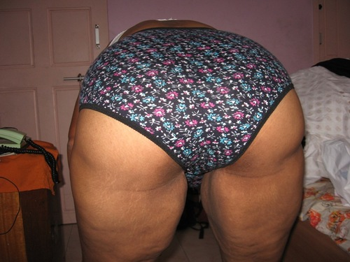 South Indian Aunty Showing Big Round Ass