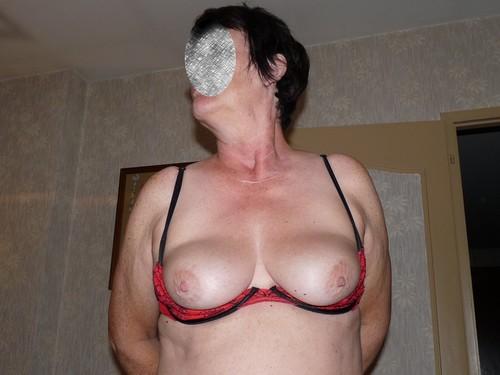 lio la truie docile a de beaux petits seins
