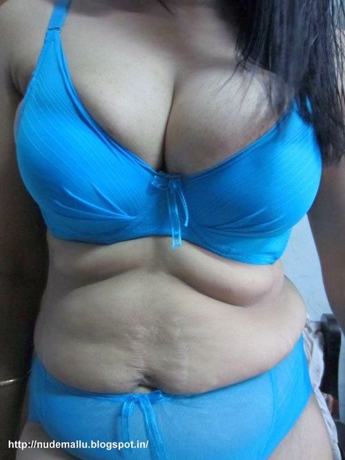 Indian Bhabhi Getting Nude